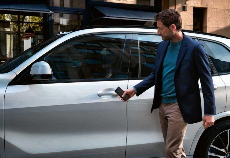 odemykani auta iphonem pomoci apple carkey